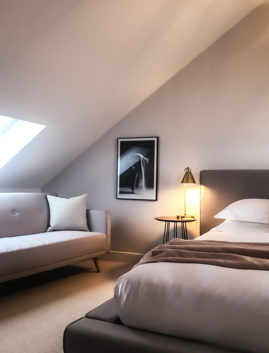 Mieszkanie na poddaszu czy warto kupić to pytanie, które zadaje sobie wiele osób szukających mieszkania
