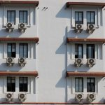 Montaż klimatyzacji na balkonie – zalety, wady, uzgodnienia